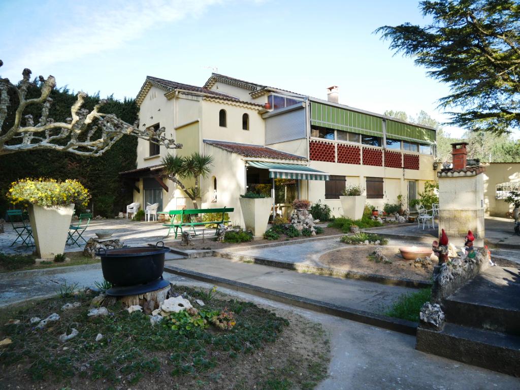 Villa avec deux habitations à Bagnols Sur Cèze de 198.95 m² à vendre
