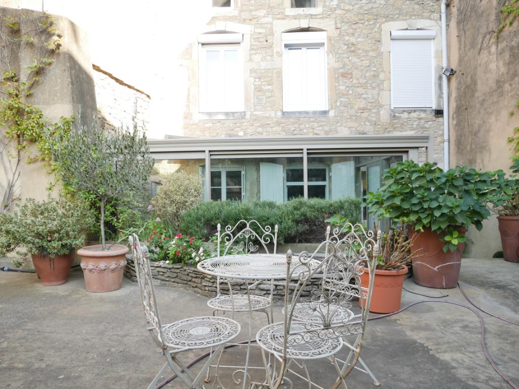 Hotel particulier avec double garage à vendre à Bagnols Sur Cèze centre ville  avec 7 pièces 355 m²