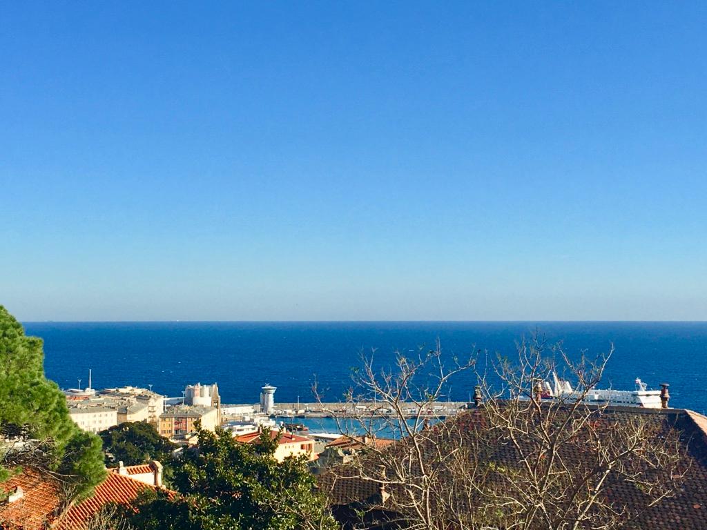 Bastia Location Appartement  3 pièces - Terrasse et balcon, Vue mer, Ascenseur, Parking