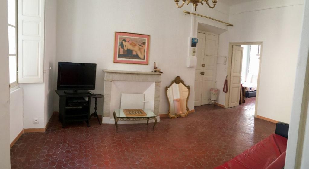 Bastia centre-ville - Location appartement meublé 3 pièces avec balcon - Cuisine récente équipée