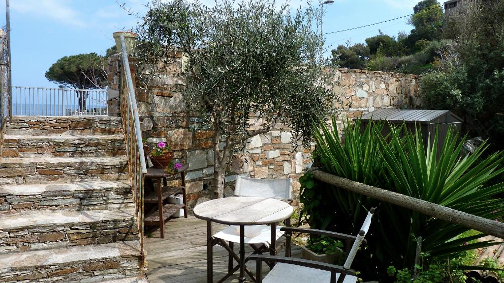 Plage de Grisgione - Vente 3 pièces avec terrasse et jardinet en bord de mer