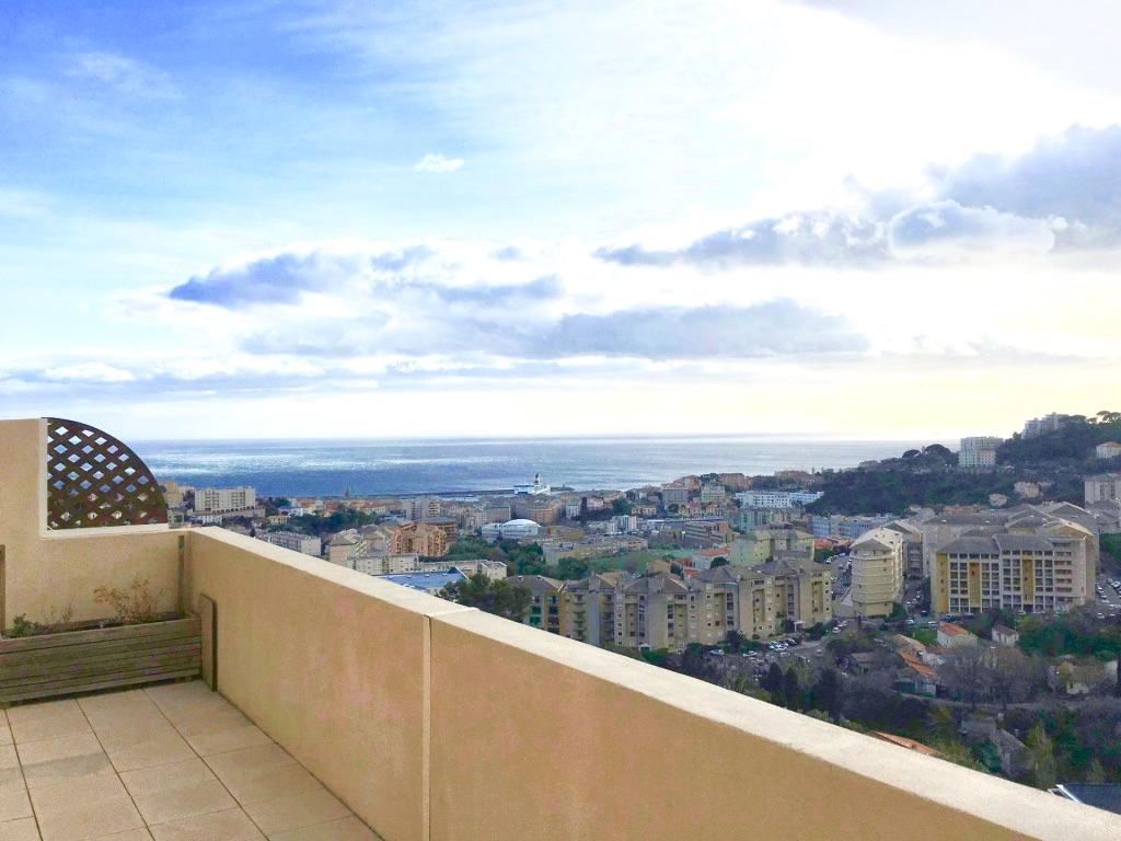 Bastia - Appartement 2 pièces récent - Terrasse XXL dernier étage Vue mer panoramique - Parking privatif
