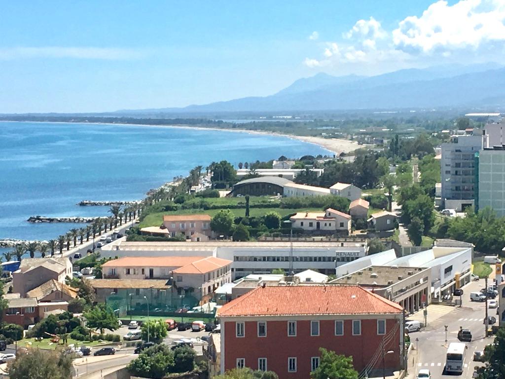 Bastia, Vente grand 3/4 pièces avec large vue mer, terrasse et balcon, cave et parking. Possibilité garage