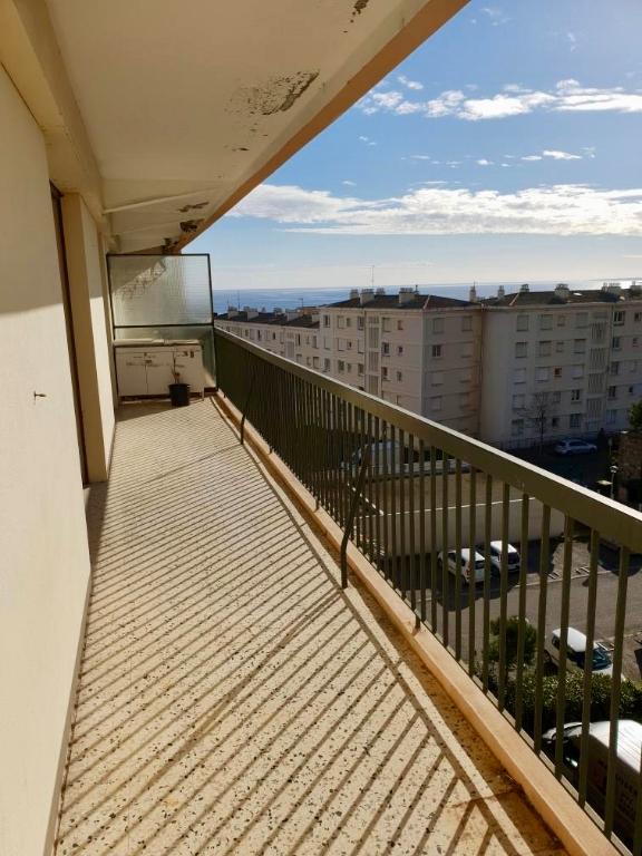 Bastia sud Location Appartement  4 pièces avec terrasse, vue dégagée, parking privatif. Résidence bien entretenue et sécurisée