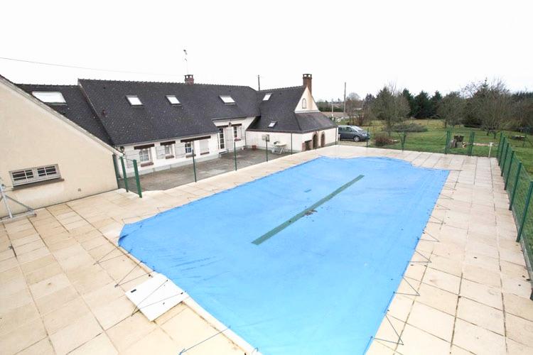 Vente Propriété région Orléans - Maison avec piscine et dépendances sur terrain  de 4280 m2. Charme et authenticité