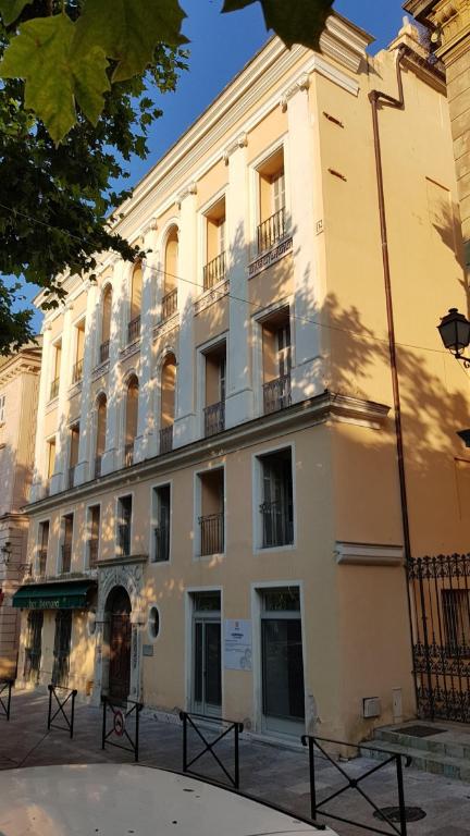 Bastia centre Local de 90 m2 à louer sans droit d'entrée