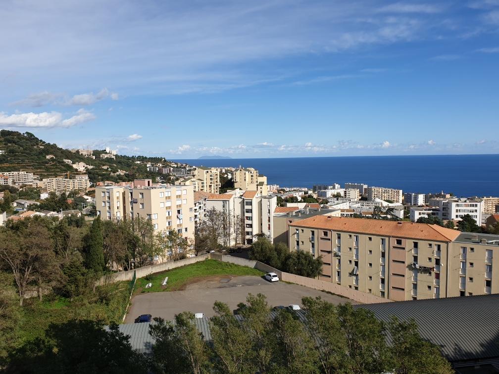 En vente au Sud de Bastia, un appartement  T4/T5 avec jolie vue