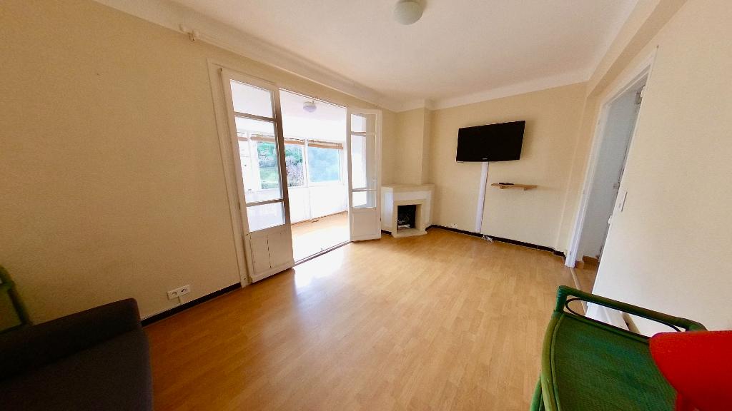A vendre: BASTIA Quartier Palais de justice Vente grand appartement T2 bis avec balcon et loggia