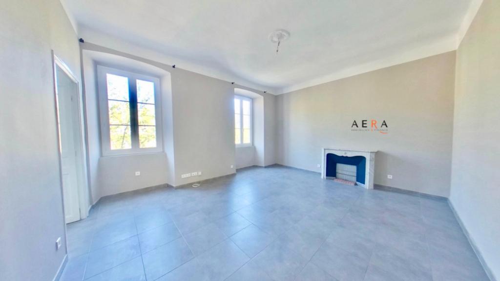 Bastia centre Location Appartement de caractère T4 climatisé 100 m2 - 2 salles d'eau 2 wc - Cuisine équipée - 2 balcons