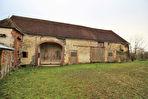 Corps de ferme de 118 m² et 5 pieces  avec de grandes dependances