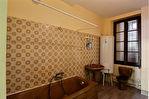 Saint Florentin centre ville  immeuble de 216 m2 local commercial trois appartements garage
