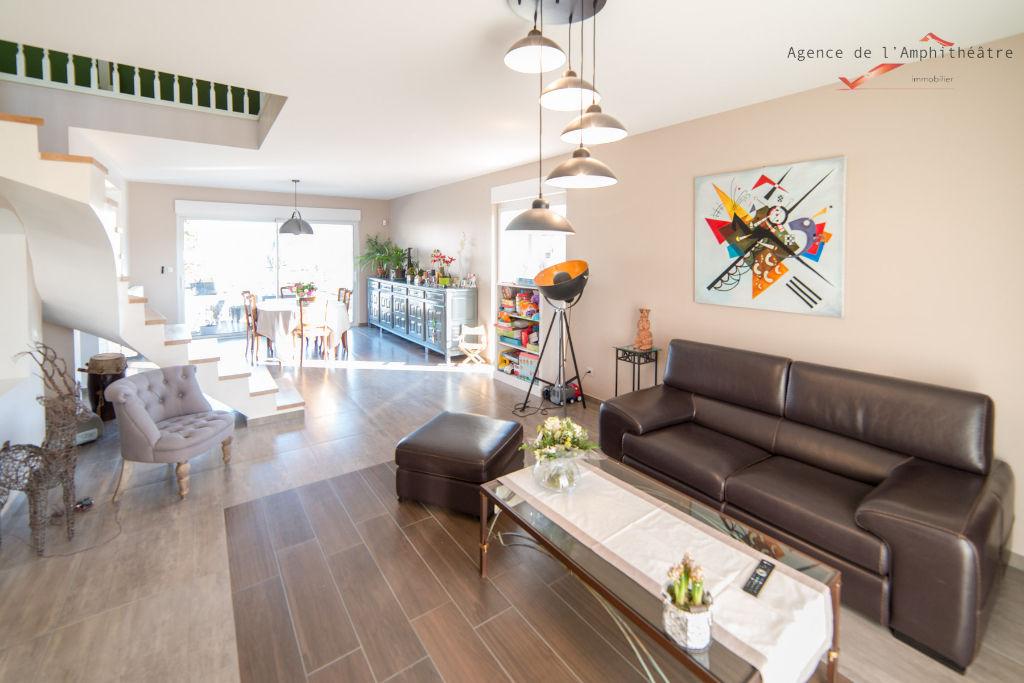 Spacieuse maison 9 pièces 260 m² sous-sol complet sur 12 ares à vendre à METZ Sud
