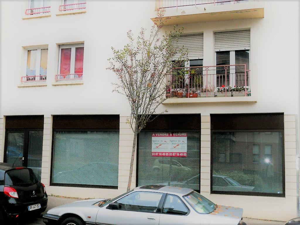Local commercial 100 m² avec vitrine et parking à vendre à METZ Sablon