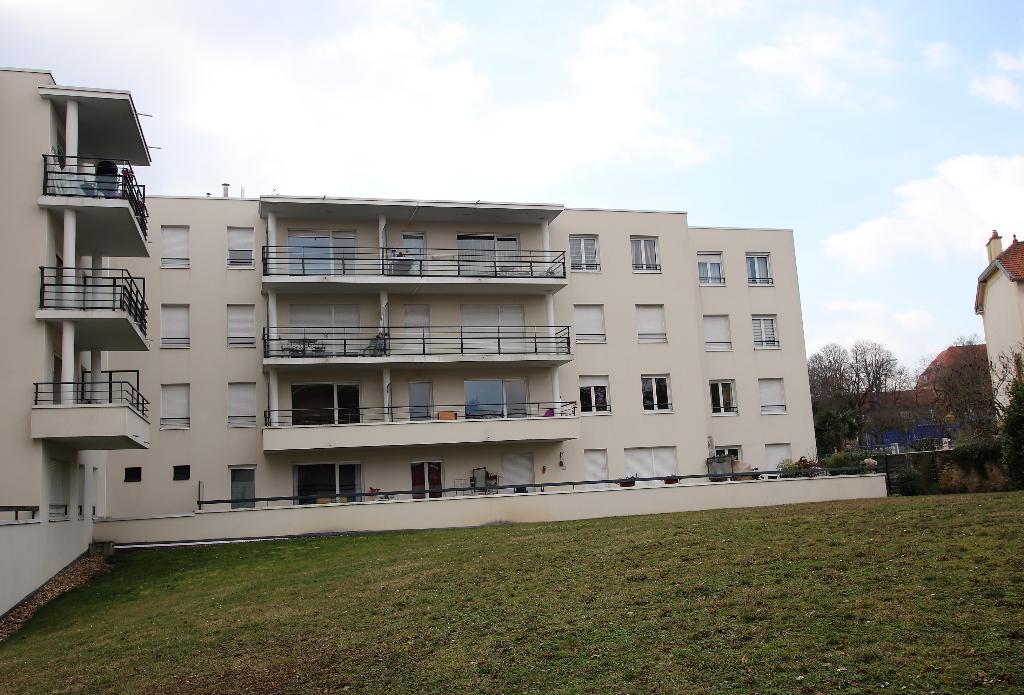 Appartement 2 pièces 49 m² en dernier étage terrasse et box à vendre à METZ Sablon