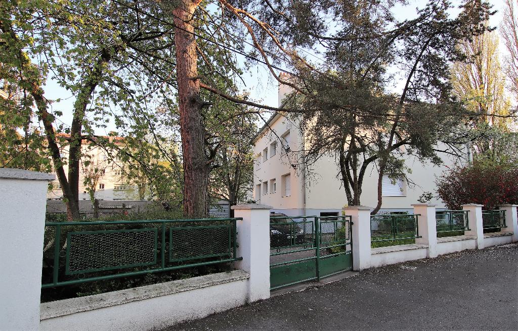 Immeuble individuel en très bon état de 6 appartements avec garages sous-sol complet à vendre à METZ SABLON