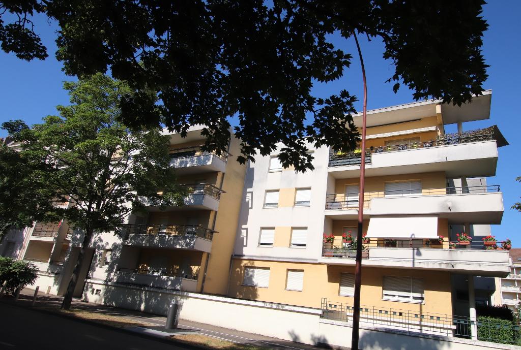 Appartement 2 pièces 46 m² en dernier étage terrasse box en sous-sol à vendre à METZ Sablon