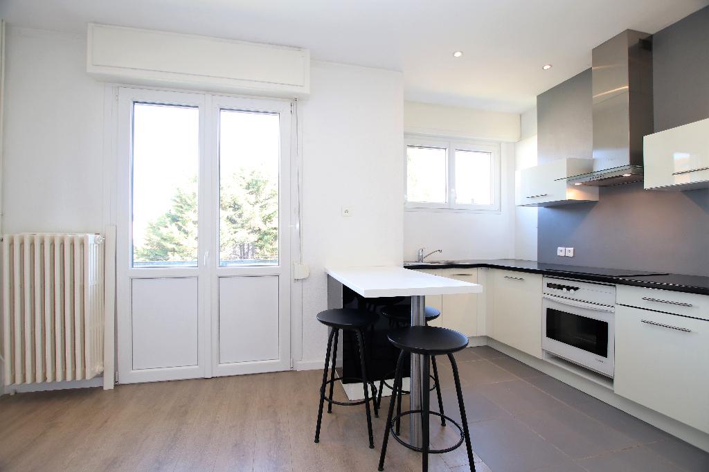 Appartement 4 pièces 77 m² 2 chambres balcon grenier caves parking à vendre à METZ SABLON