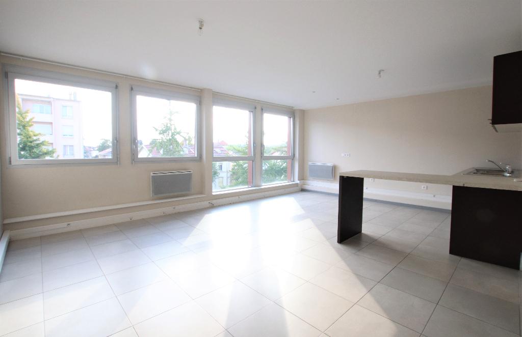 Au dernier étage, bel appartement 4 pièces 93 m² 2 chambres rénové climatisé à louer à LONGEVILLE-Lès-Metz