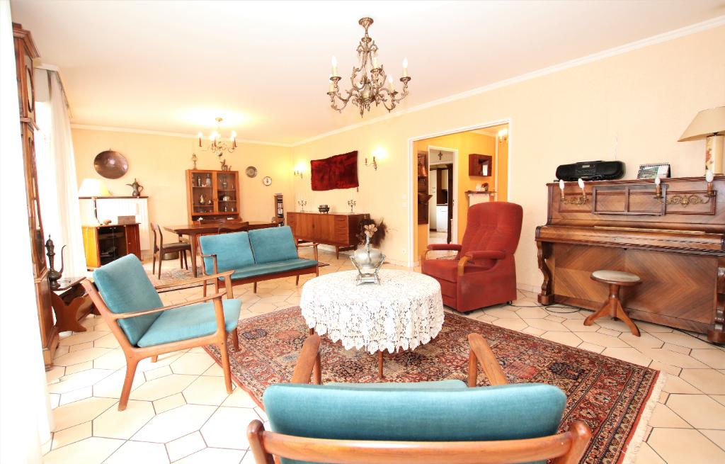 Appartement 5 pièces 130 m² 3 chambres loggia cave, 2 stationnements à vendre à METZ GARE
