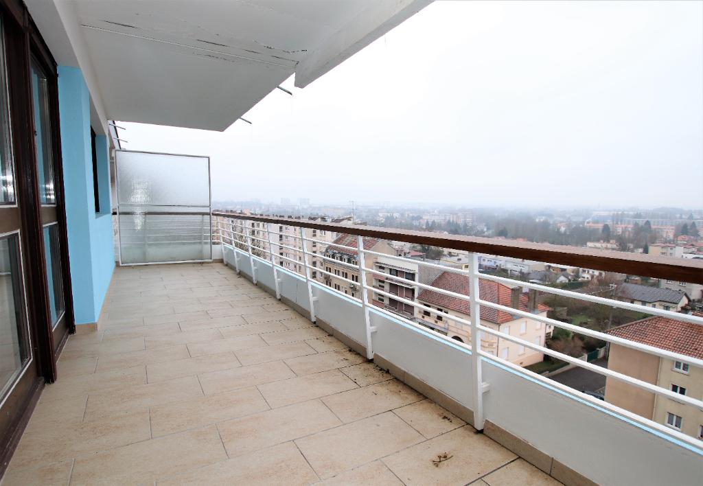 En dernier étage appartement 3 pièces 70 m² 2 chambres terrasse à vendre à METZ