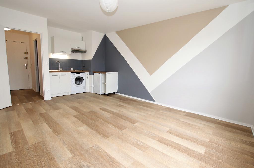 Appartement Metz 1 pièce de 28 m² rénové à louer à METZ Sablon