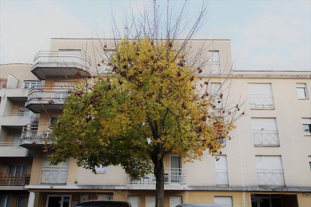 Appartement 1 pièce 32.30 m² en dernier étage Parking à louer à METZ SABLON