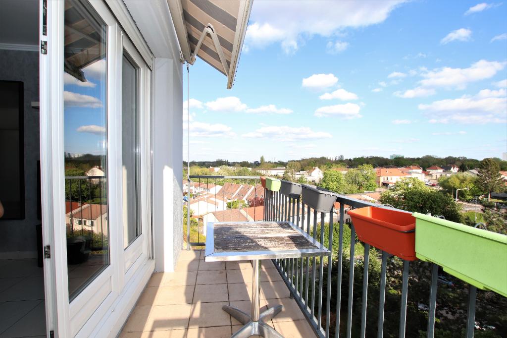 Appartement 3 pièces 62 m² en dernier étage balcon garage parking à vendre à METZ Vallières