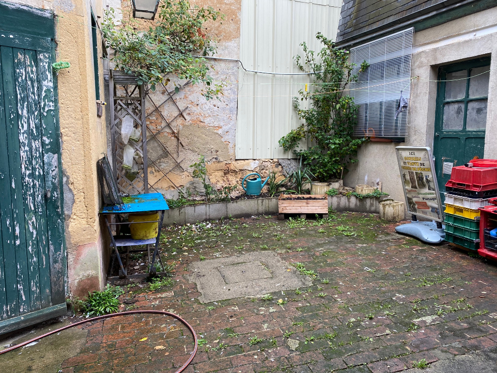 LOCAL COMMERCIAL + APPARTEMENT - BROU