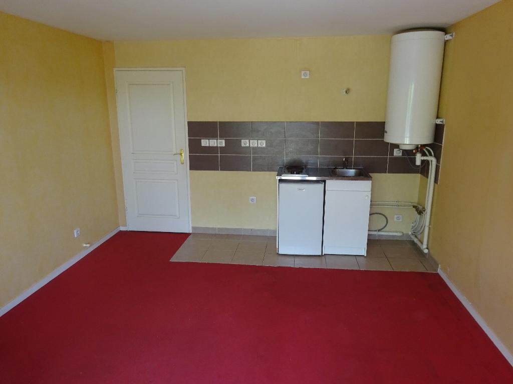 Appartement Le Coudray Studio 25 m² avec jardin privatif.