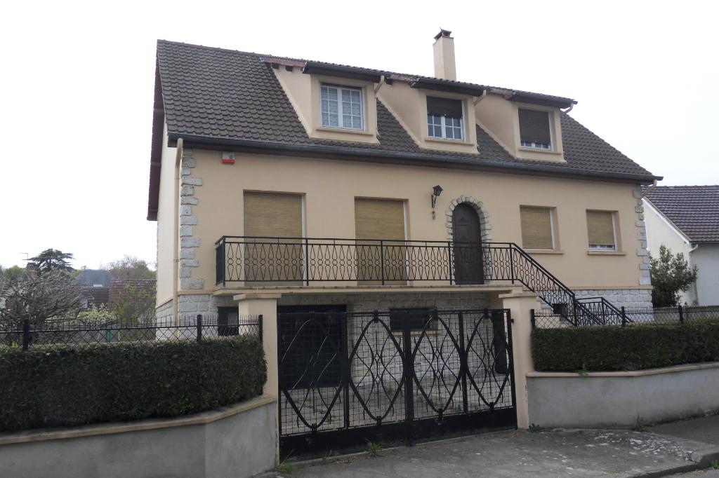Maison 3 pièces proche Nogent le Roi 150 m²