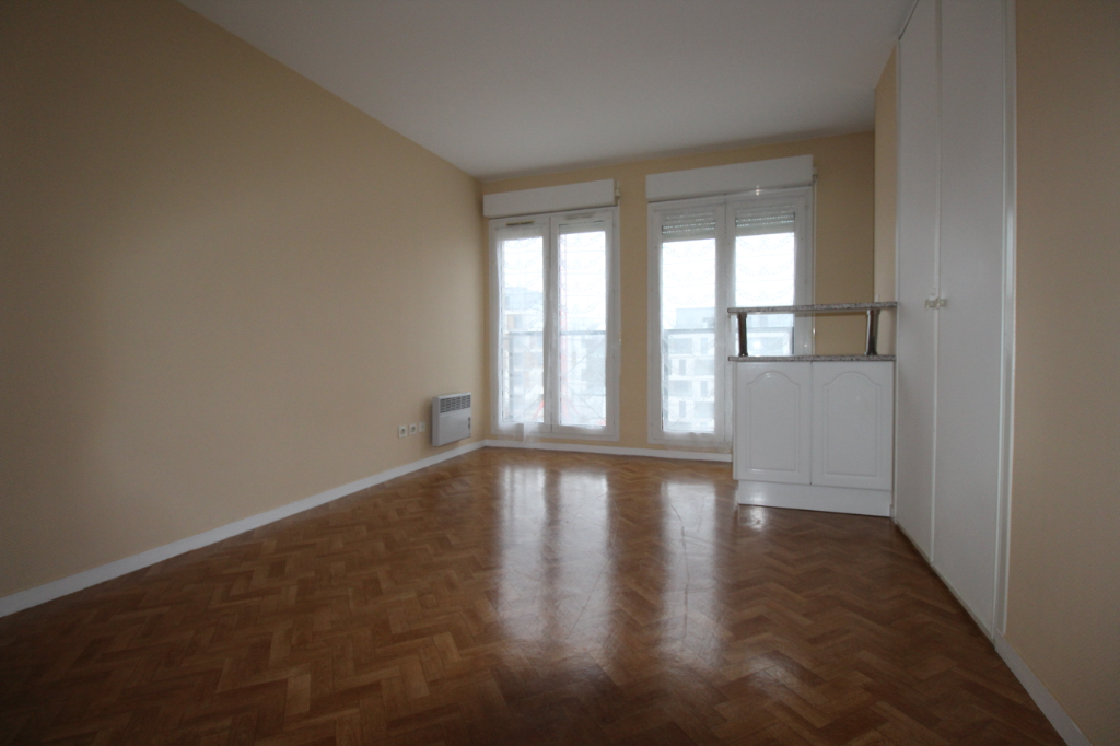 Studio de 22 m²  à Chartres  avec parking