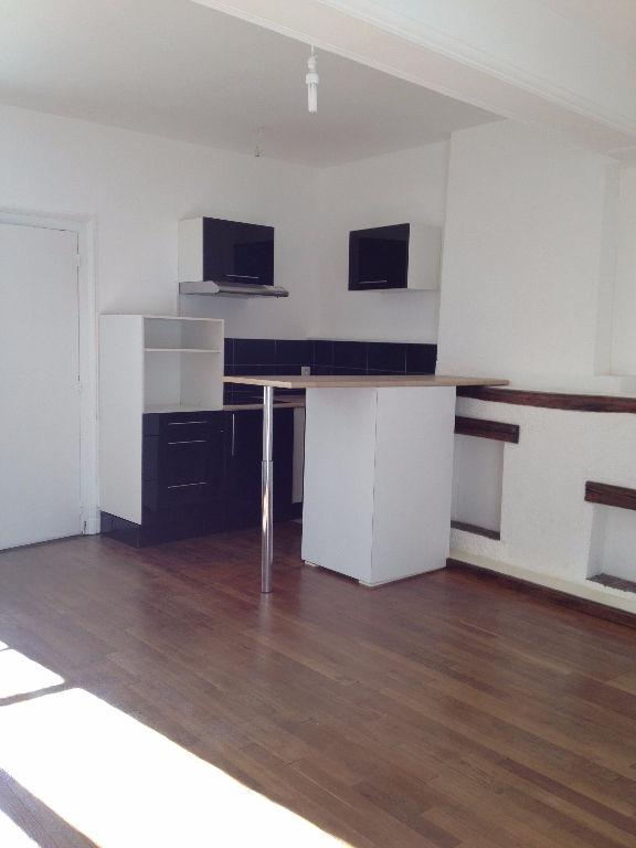 photo de A Louer - CENTRE VILLE CHATEAUDUN - Appartement F2 40m²