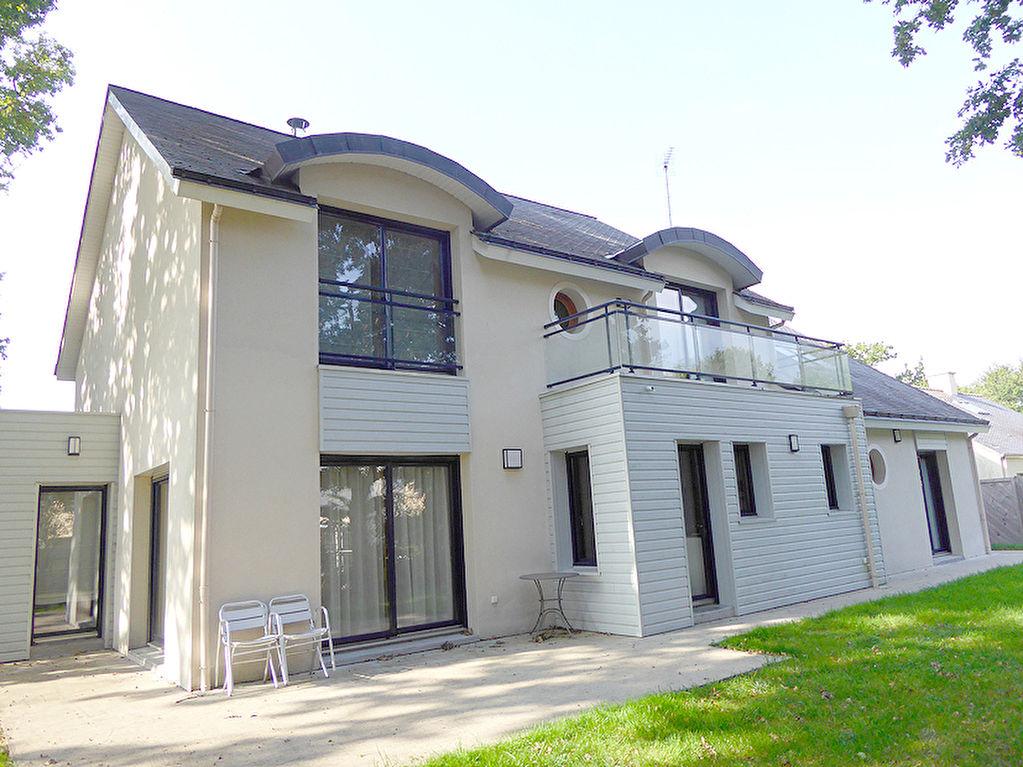 Maison La Chapelle Sur Erdre 8 pièce(s) 210 m2