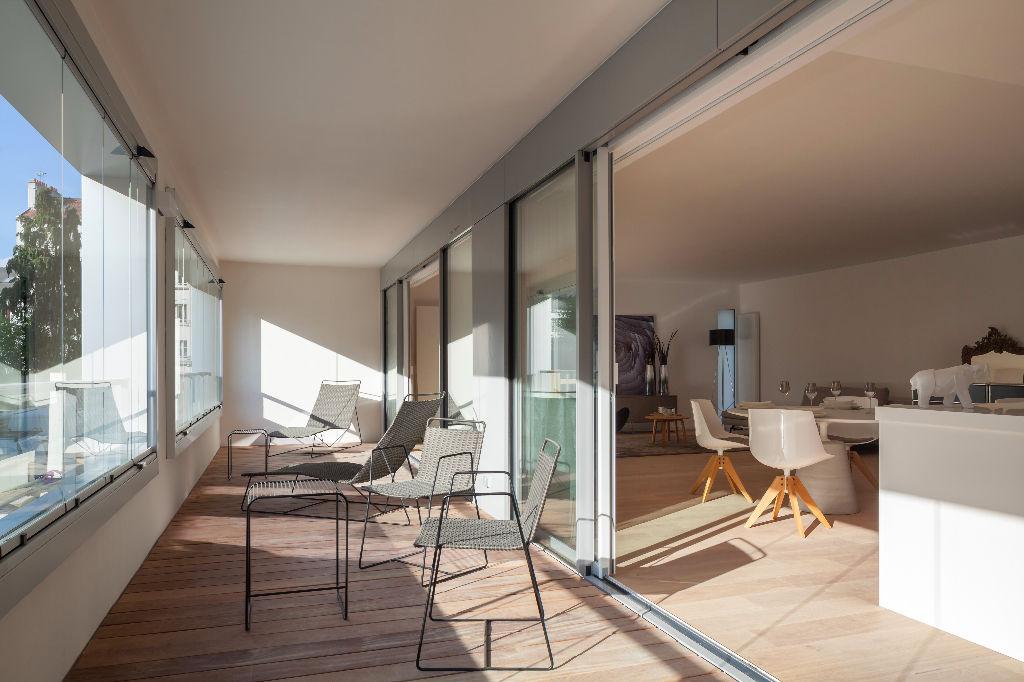 Passage privé bel appartement avec large loggia