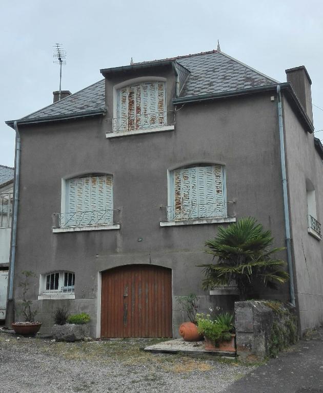 Petite maison à rénover plein bourg
