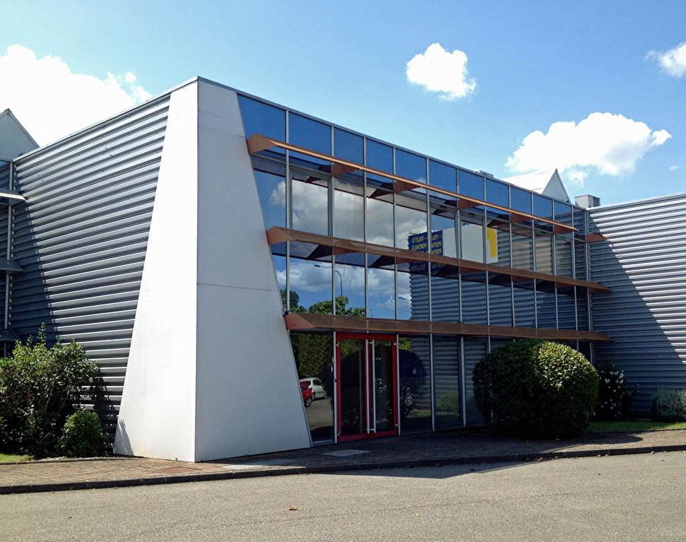 Local d'activité 743 m² à Vendre