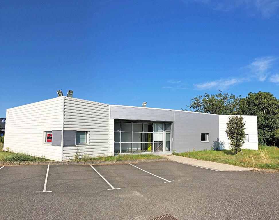 300 m² de bureaux à vendre à St Sulpice La Pointe