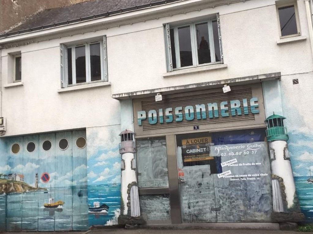 Local commercial Saint Etienne De Montluc 71 m2