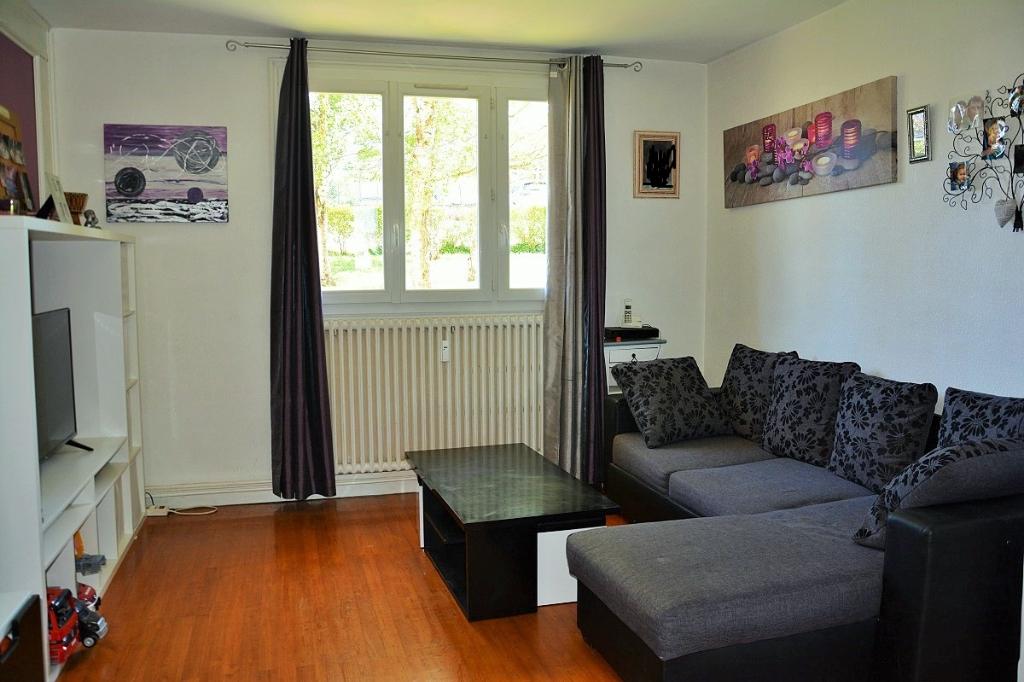 Appartement T3 à L'ARBRESLE Au calme