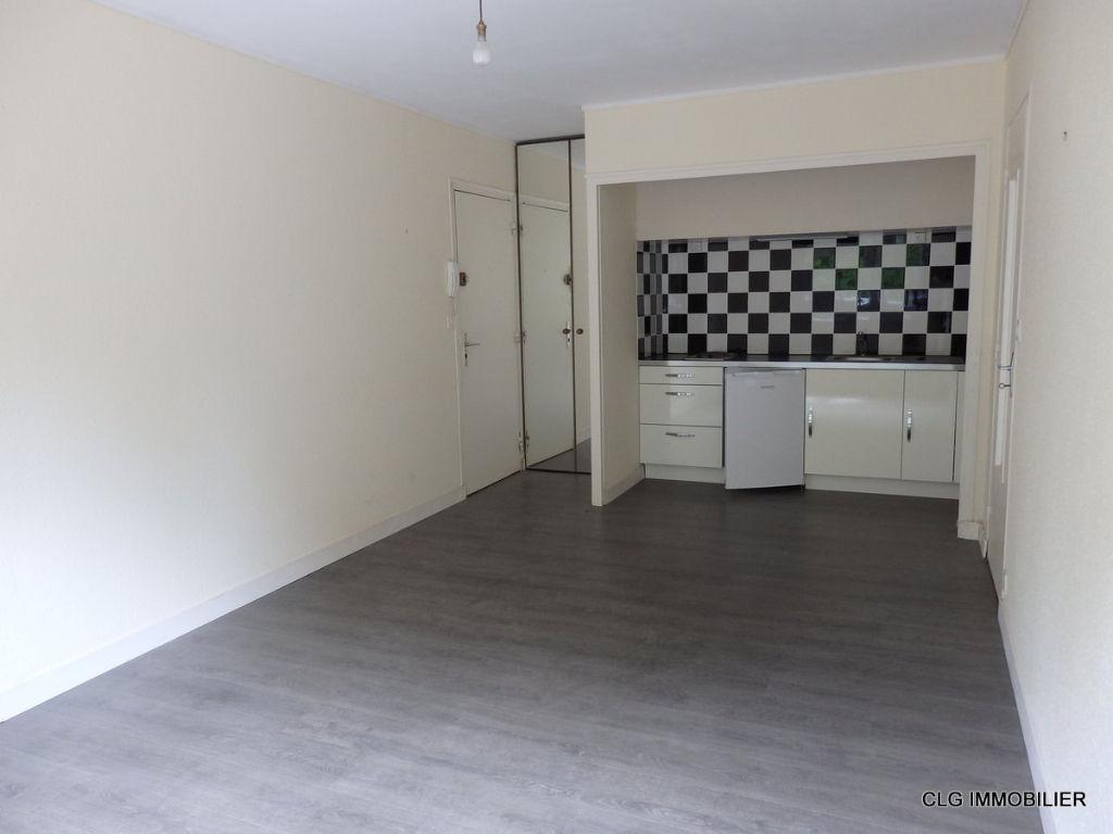 Appartement Pont L Abbe 2 pièce(s)