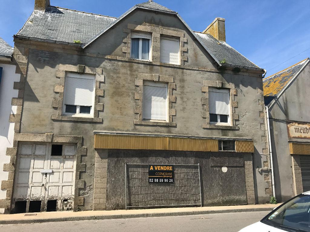 Immeuble R+2  à rénover à Saint Guénolé