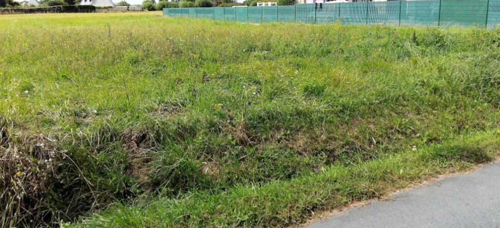 Beau terrain proche bourg 1 360 m² à Penmarch