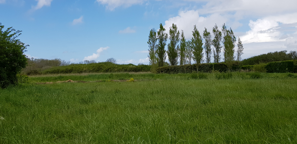 Beau terrain constructible de 1 122 m2.