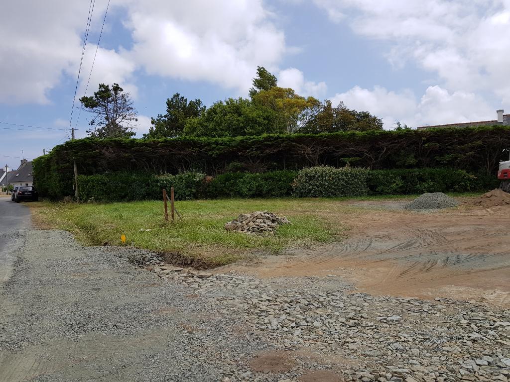 Terrain viabilisé de 690 m2 proche  bourg de Penmarch et plage du Ster