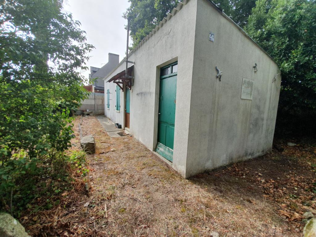 Terrain de 1 128 m2 avec petite maison à Loctudy