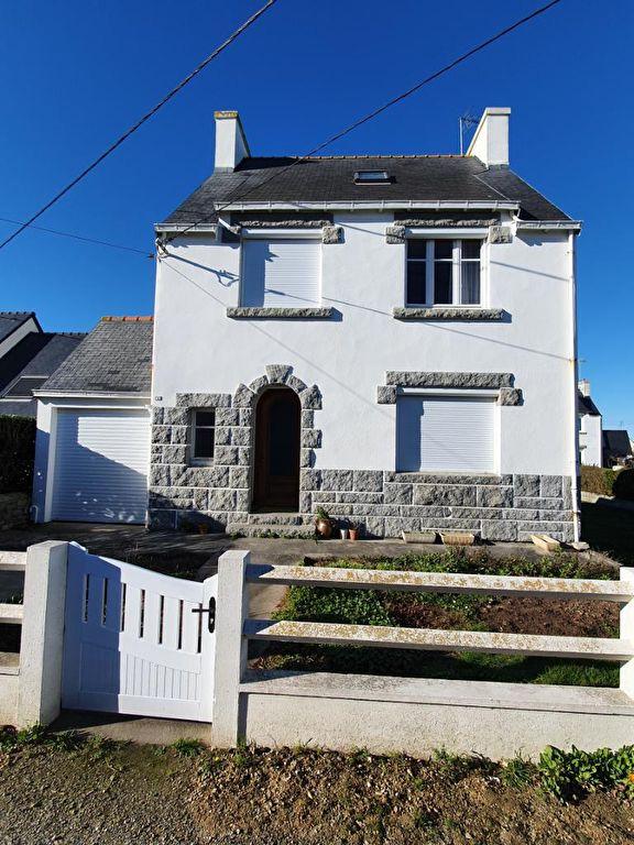 Maison des années 60 + garage - à St Guénolé PENMARCH