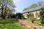 TEXT_PHOTO 0 - Les Chambres : ensemble de 2 maisons sur 1 hectare de terrain.