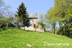 TEXT_PHOTO 5 - Les Chambres : ensemble de 2 maisons sur 1 hectare de terrain.