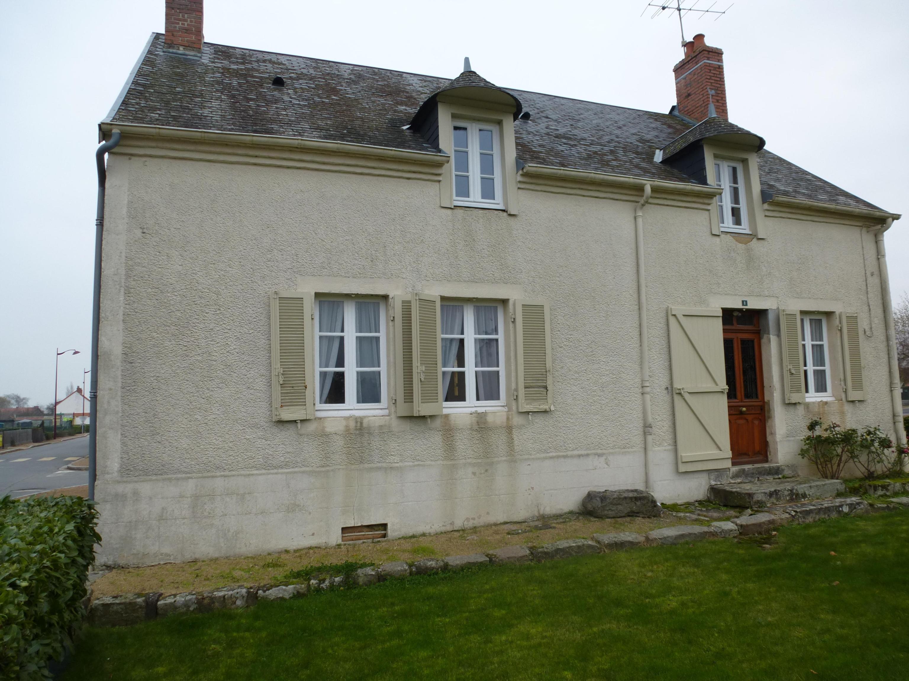 Proche Commentry, maison d'habitation type F6.