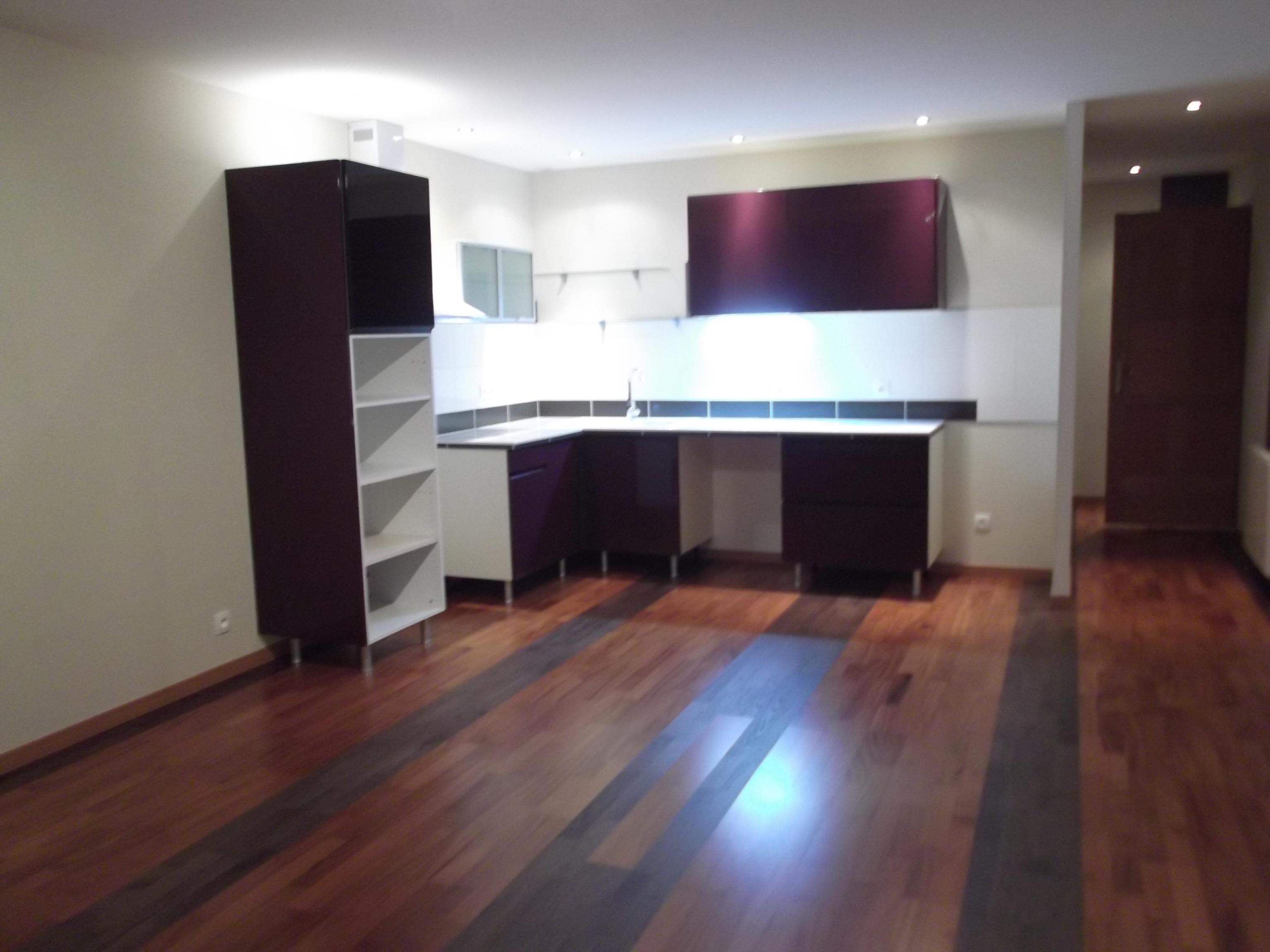Magnifique appartement type F3 avec garage et cave.